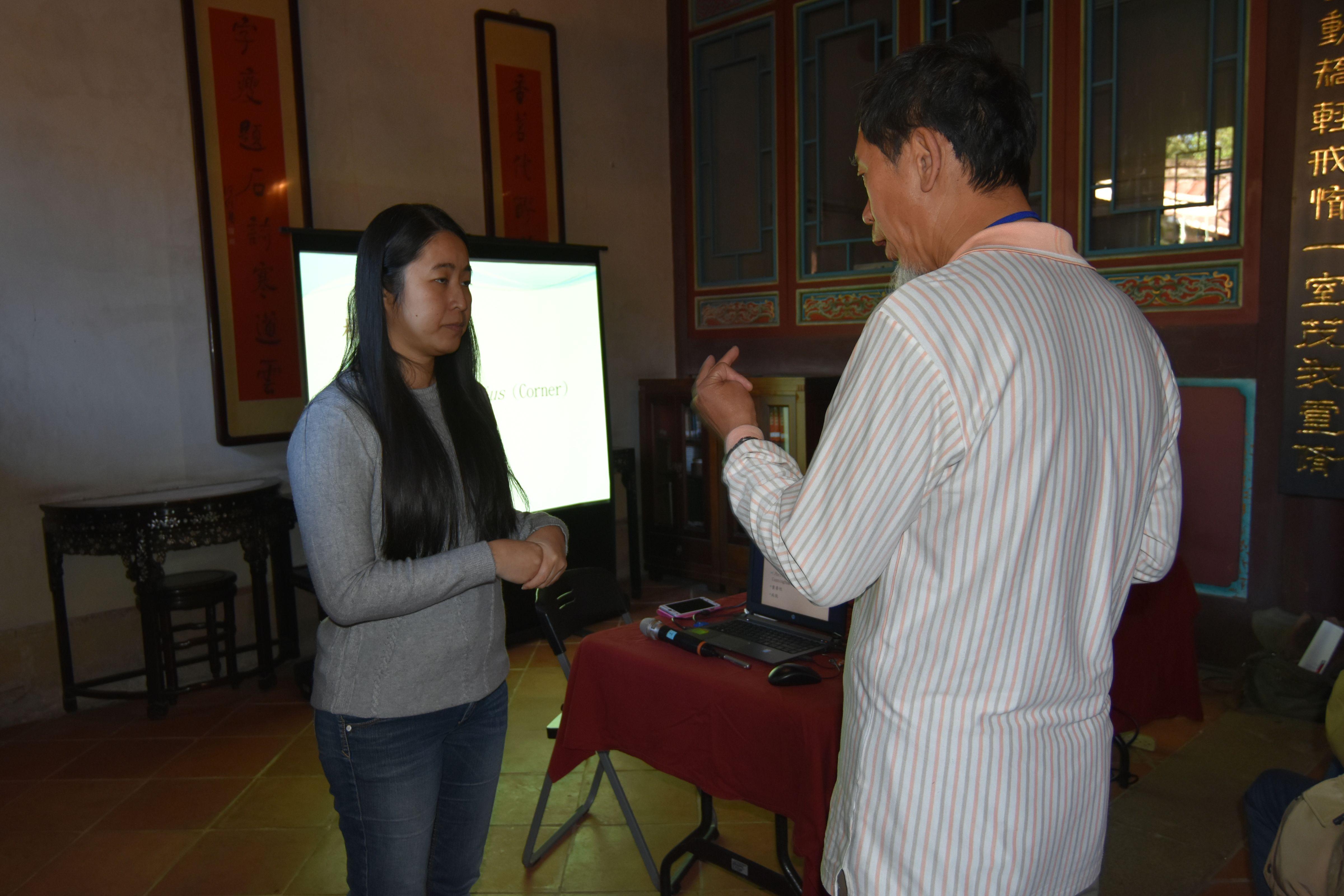 老師與學員互動