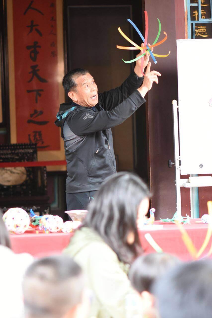 李世賓老師說明龍珠球步驟